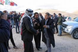 صور : الفنان العراقي سعدون جابر يصل فلسطين ويزور قرية الخان الاحمر