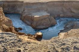 """تلفزيون الاحتلال يكشف عن """"نهر سرّي"""" قرب البحر الميت (فيديو)"""