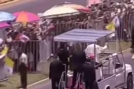 حصان غاضب يفاجئ موكب البابا فرنسيس.. شاهِد ماذا حدث للشرطية