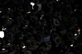 بالفيديو: مجموعة من طائفة الحريديم اليهودية تعتدي على أحد أفرادها لمحاولته شراء هاتف