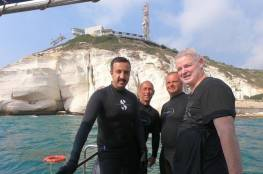 رحلة غطس.. دبلوماسية بحرينية إسرائيلية تحت الماء (صور + فيديو)