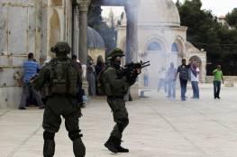 الاحتلال يعتقل سيدة وابعاد 10 مقدسيين عن الأقصى