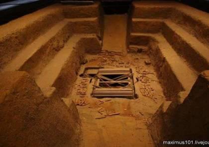 علماء صينيون يعثرون على تابوت قديم مزين بحيوانات أسطورية