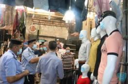 نابلس: تغطية وجوه دمى عرض الملابس بالكمامات كنشاط توعوي