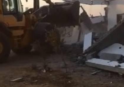 النقب : الاحتلال يهدم منزلا في الزرنوق