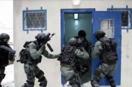 """قوات القمع تقتحم قسم الأسرى في سجن """"عسقلان"""" وتُنكل بهم"""