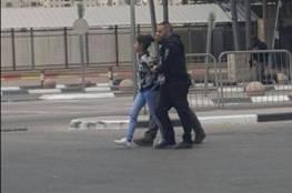 اعتقال طفلة على حاجز قلنديا بزعم محاولة الطعن