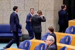 وزير صحة هولندا يتعرض للإغماء خلال جلسة عن كورونا (شاهد)