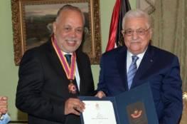 الرئيس يقلّد الفنان المصري أشرف زكي أعلى وسام ثقافي في فلسطين
