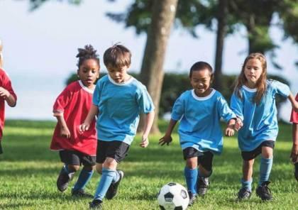 الآباء والأصدقاء يلعبون دورا حاسما في ممارسة أطفالهم الرياضة