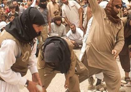 عناصر من داعش يرجمون امرأتين في دير الزور