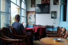 الرجوب يطالب أصحاب المقاهي بعدم مخالفة التعليمات