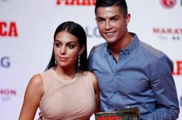 """""""رونالدو"""" يطلب الزواج من صديقته جورجينا ويخطط للاعتزال"""