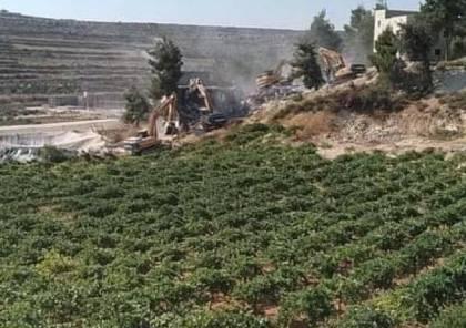الاحتلال الاسرائيلي يشرع بهدم 3 منازل في سعير شرق الخليل