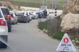 إصابة عمال بالاختناق خلال منع الاحتلال اجتيازهم حاجزاً جنوبيّ الظاهرية