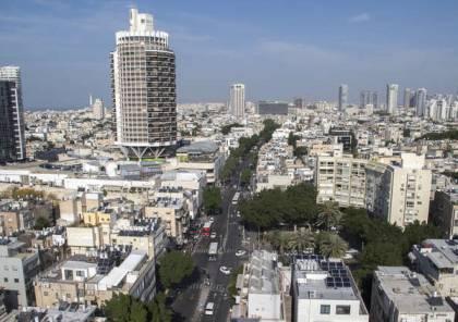 شاهد .. لافتة كبيرة عليها صورة نصر الله وسط تل أبيب