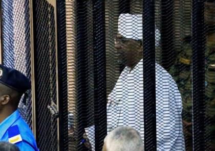 بالضور.. الرئيس السوداني المعزول داخل قصف الاتهام.. هذا ما قاله