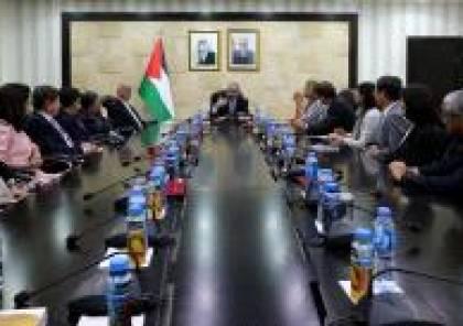 اشتية يطلع وفدا من جمعية آسيا الدولية على آخر التطورات الفلسطينية
