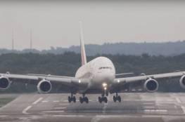 شاهد.. لحظات مرعبة لطائرة ركاب تتعرض لعاصفة!
