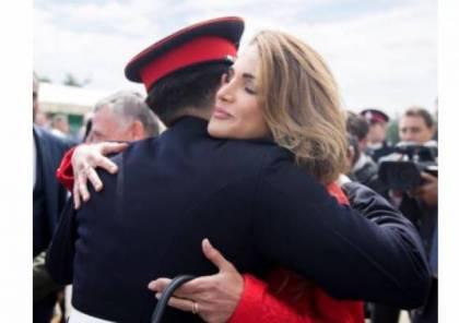 صور| شاهدوا ماذا ارتدت الملكة رانيا في تخرّج ابنها!