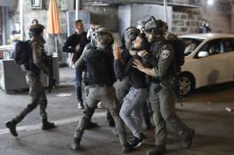 الاحتلال يعتقل 11 مواطنا ويصيب العشرات بجروح بمواجهات مستمرة في باب العامود