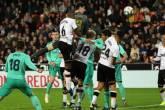 فيديو.. ريال مدريد يرفض الهدية ويكتفي بتعادل قاتل مع فالنسيا