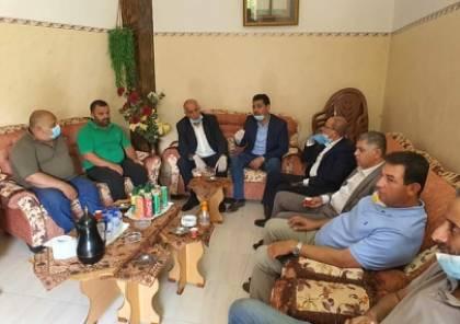 الرجوب يعرب عن تضامنه مع عائلة الأسير نظمي أبو بكر