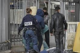 """فرنسا تطرد أسرة بوسنية مسلمة بسبب """"ضربهم لابنتهم"""""""