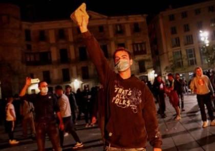 احتجاجات مصحوبة بأعمال شغب وتخريب في إسبانيا ضد القيود المشددة لمواجهة كورونا... فيديو