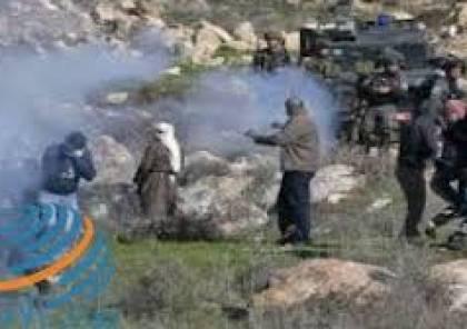 الاحتلال يقمع وقفة تضامنية مع أهالي عين البيضا جنوب الخليل