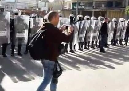 بالصور : الاجهزة الامنية الفلسطينية تمنع وتقمع مسيرة لحركة حماس في الخليل