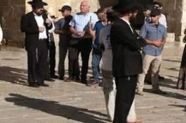وزير زراعة الاحتلال برفقة عشرات المستوطنين يقتحمون الأقصى
