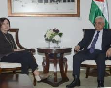 زهافا غالؤون مع الرئيس عباس