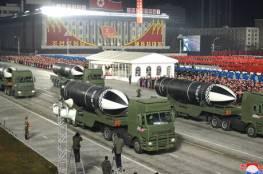 كوريا الشمالية تعرض صاروخا يطلق من الغواصات