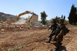 """الاحتلال يخطر بوقف بناء """"غرف زراعية"""" جنوب الخليل"""