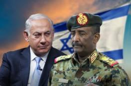 """""""أنتم عملاء أصبتم كرامتنا"""".. صحفي يهاجم وزير خارجية السودان بسبب التطبيع مع إسرائيل (فيديو)"""