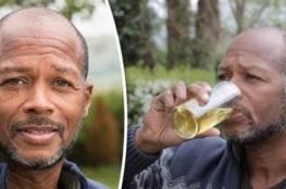 رجل بريطاني يشرب بوله لمدة 6 سنوات !