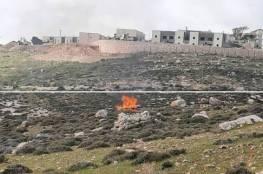 بيت لحم:شبان يحرقون خيمة لمستوطنين نصبت في أراضي كيسان