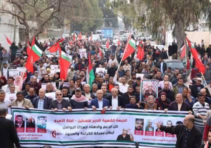 غزة: مسيرة داعمة للأسرى المضربين عن الطعام