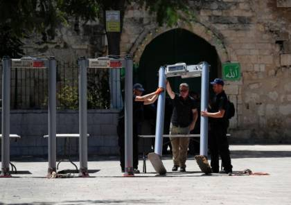 صور: الاحتلال يشرع بتركيب بوابات إلكترونية على مداخل الأقصى والاوقاف ترفض
