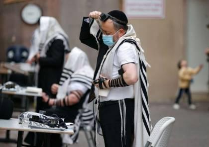 """إندبندنت: حاخام إسرائيلي يحذر أتباعه """"لقاح كورونا سيحولكم إلى مثليين""""!"""