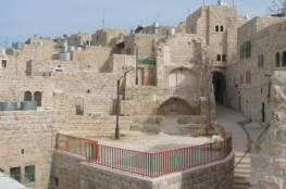 قناة إسرائيلية: غانتس سيوافق على تجديد البناء الاستيطاني في الحرم الإبراهيمي