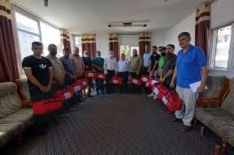 توزيع 50 حقيبة طبية على أندية غزة (صور)