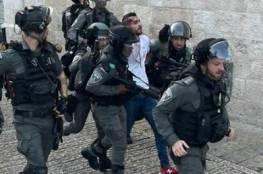 الاحتلال يعتدي على المصلين عند بابي حطة والملك فيصل