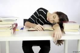 نصيحة للطلبة: من ينام أبكر يحقق درجات أفضل