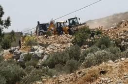 نابلس.. الاحتلال يجرف أراض ويهدم غرفا زراعية