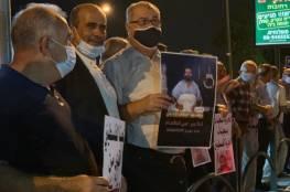 """تظاهرة أمام مستشفى """"كابلان"""" اسنادا للأسير الأخرس"""