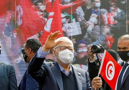 الغنوشي يعتصم أمام مقر البرلمان المغلق و يدعو التونسيين للنزول إلى الشوارع