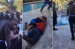 فيديو: عجوز طلبت من شباب بجوار حمام سباحة الهدوء.. ما فعلوه معها صادم
