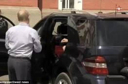 فيديو.. من هي صاحبة الرداء الأحمر في سيارة بوتين؟